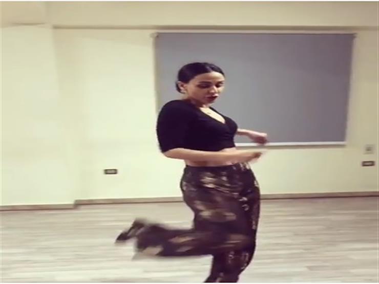 بالفيديو.. ميس حمدان تستعرض رشاقتها