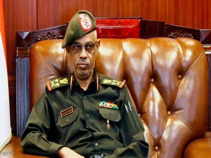 رئيس المجلس العسكري الانتقالي السوداني يتنحى عن منصبه
