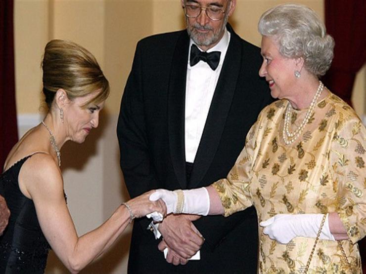 """""""شعروا بالخجل"""".. مشاهير ارتكبوا أخطاءً أثناء لقائهم مع الملكة إليزابيث (صور)"""