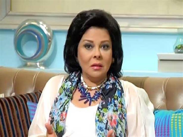 """مع عمر عبدالعزيز في """"بيجامة"""" واحدة.. إسعاد يونس تستعيد ذكريات """"المجنونة"""""""