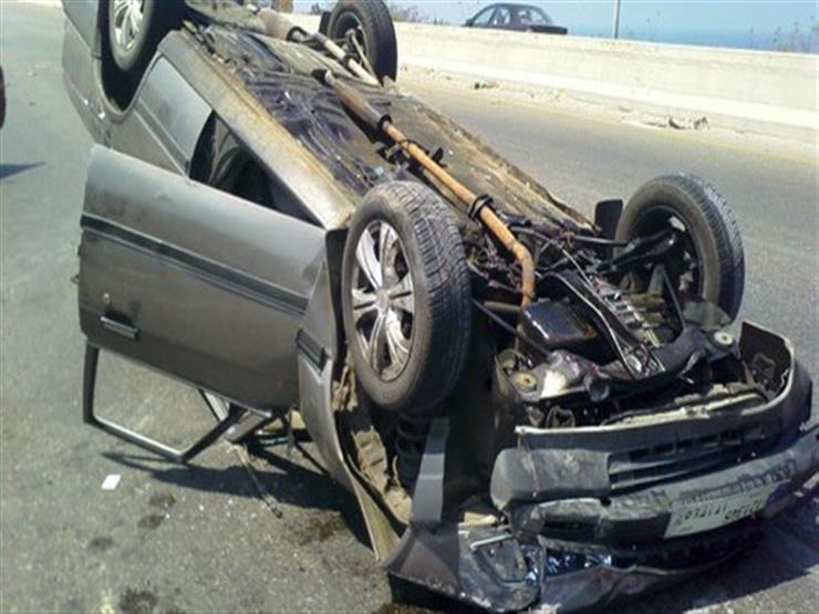 مصرع سائق وإصابة محاسب في انقلاب سيارة على الطريق الصحراوي بسوهاج