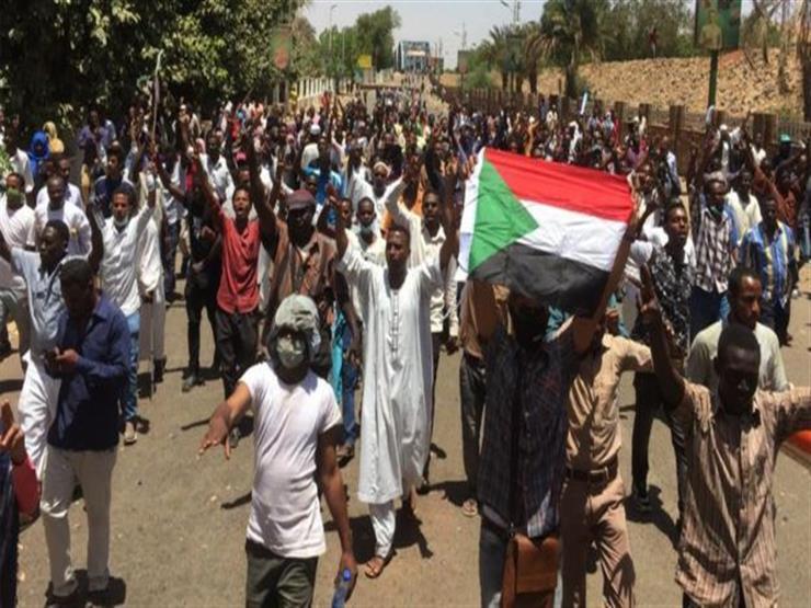مظاهرات السودان: بعد استقالة بن عوف، هل ينحاز الجيش لمطالب المحتجين؟