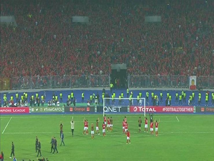 لاعبو الأهلي يعتذرون للجماهير في برج العرب بعد الخروج الأفريقي