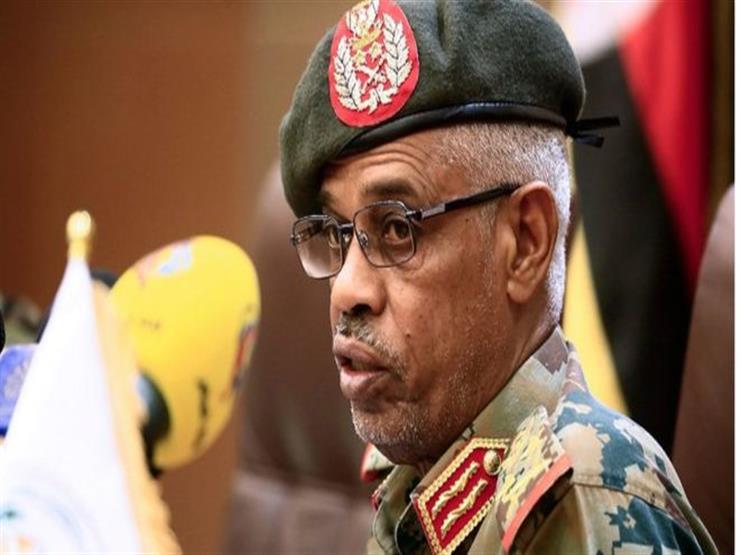 """""""بن عوف"""" يهنئ """"البرهان"""" برئاسة المجلس العسكري السوداني"""