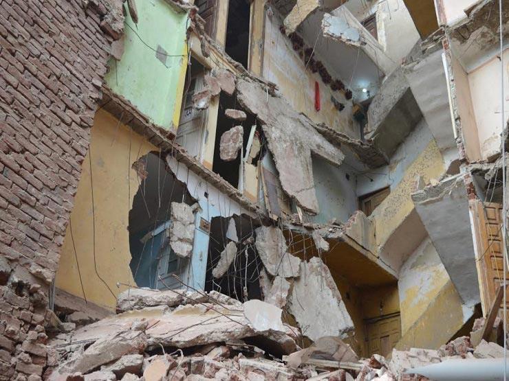 انهيار عقار خلف الجامع الأزهر بالدرب الأحمر وإخلاء قاطنيه