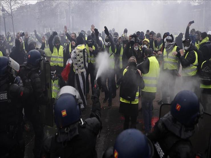 مصادمات بين أصحاب السترات الصفراء والشرطة في فرنسا