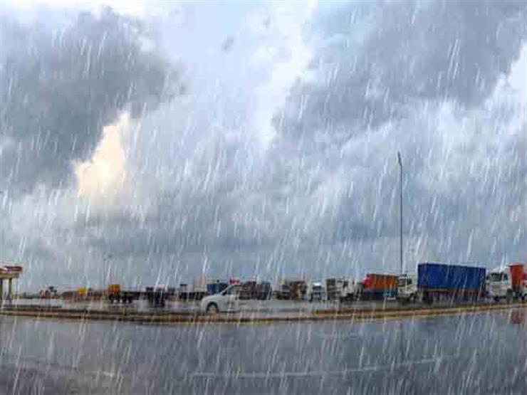 السلطات الإماراتية تنقذ 570 شخصًا حاصرتهم الأمطار في مناطق جبلية