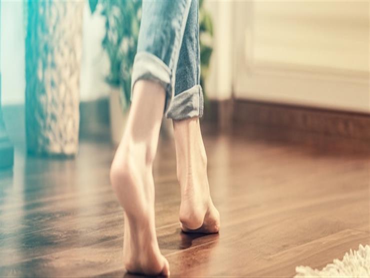 بتمشى حافي.. مرض خطير يهدد جلدك