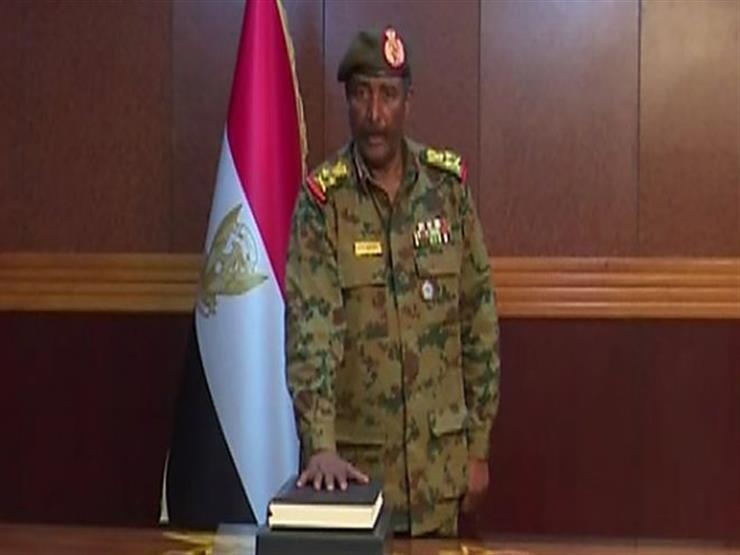"""الفريق عبدالفتاح البرهان الذي """"يحظى بقبول نسبي"""" في السودان"""