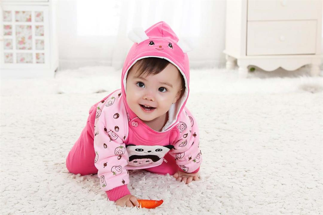 لكل أم.. 6 نصائح مهمة تحمي طفلك من نزلات البرد مع التغيرات الجوية
