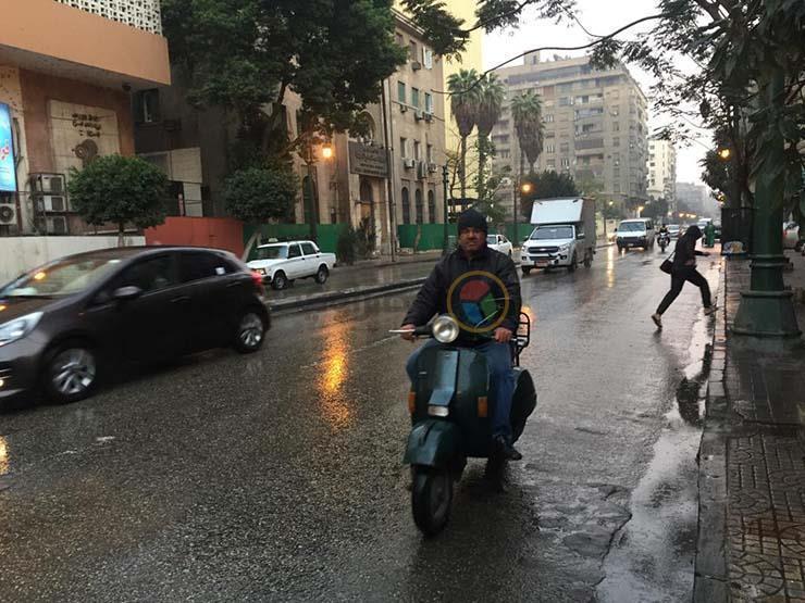 مطر وبرودة.. كيف تحمي نفسك وأسرتك من تقلبات طقس الربيع؟