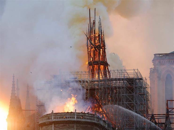 """""""حريق نوتردام"""" يسقط برج الكاتدرائية التاريخي (فيديو)"""