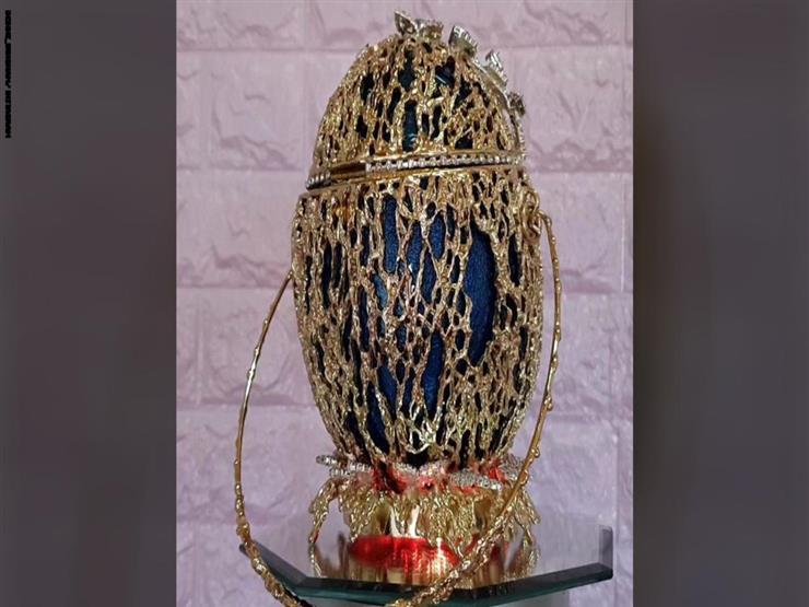 """""""أغلى حقيبة في العالم"""" مصنوعة من بيض هذا الطائر.. لن تصدق كيف يمكنك فتحها"""