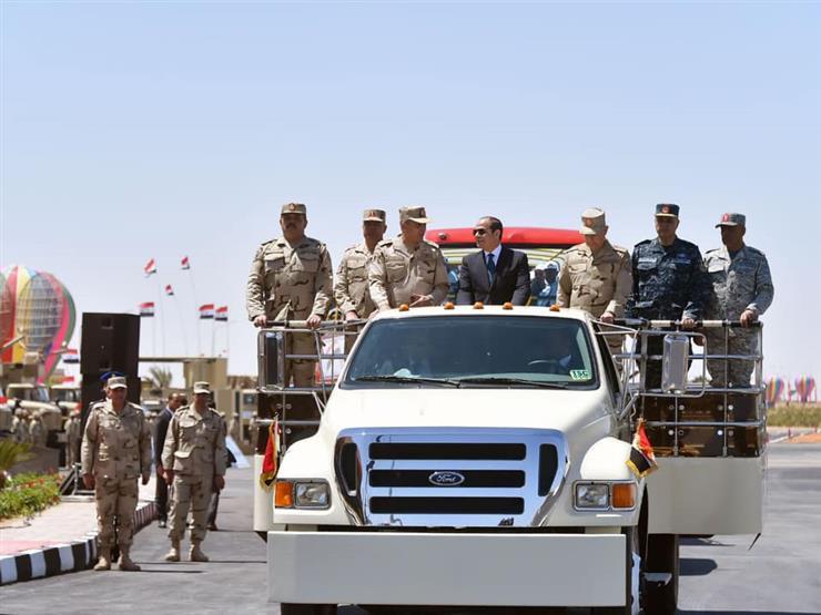 """نشاط السيسي في أسبوع: حضور """"تفتيش حرب"""".. واستقبال حفتر"""
