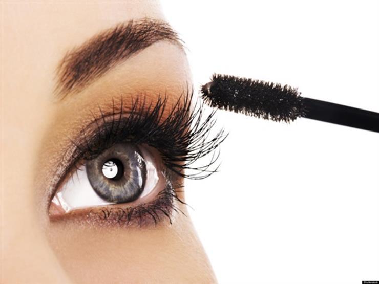 """""""الخلطة السرية"""".. خبراء التجميل يكشفون السبب وراء استخدام منتجيّ ماسكارا معًا"""