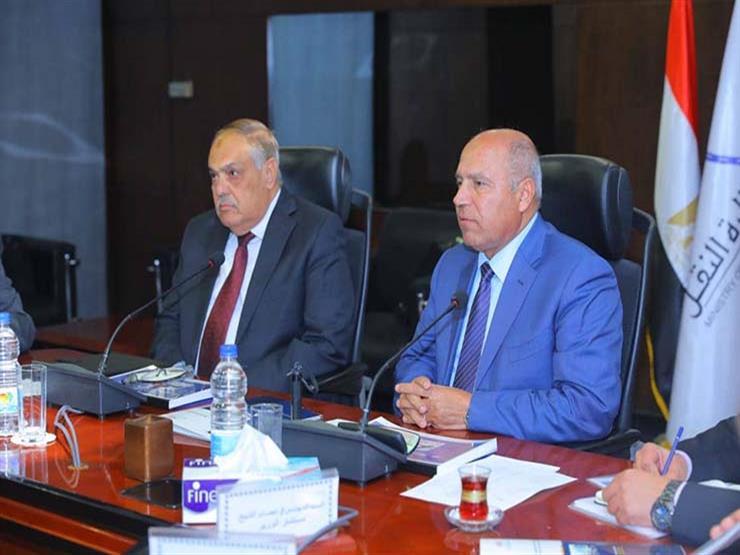 وزير النقل يتابع اللمسات الأخيرة لصفقة توريد 1300 عربة قطار جديدة