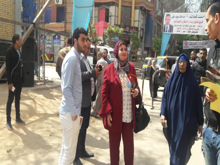 بالصور.. النائبة شادية ثابت تتفقد لجان الاستفتاء في إمبابة
