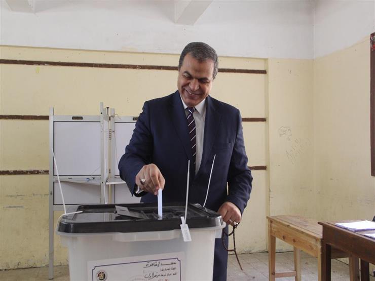 وزير القوي العاملة يصوت على استفتاء التعديلات الدستورية في مدينة نصر