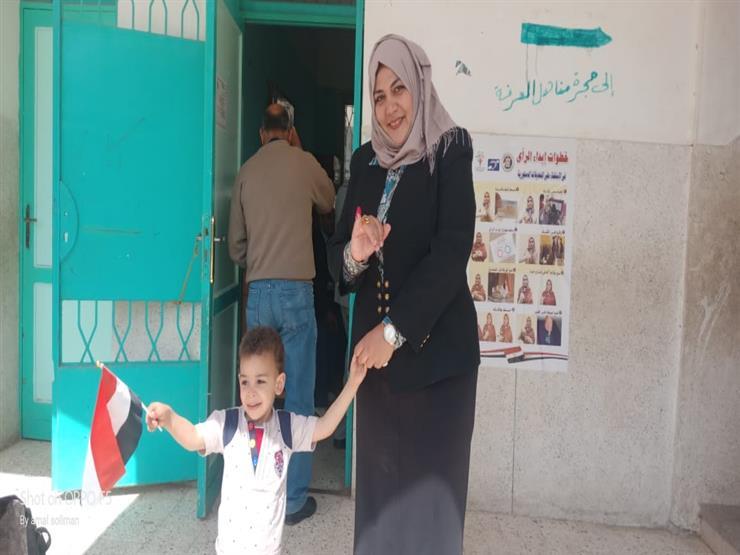 أول مأذونة في مصر تُدلي بصوتها بالشرقية