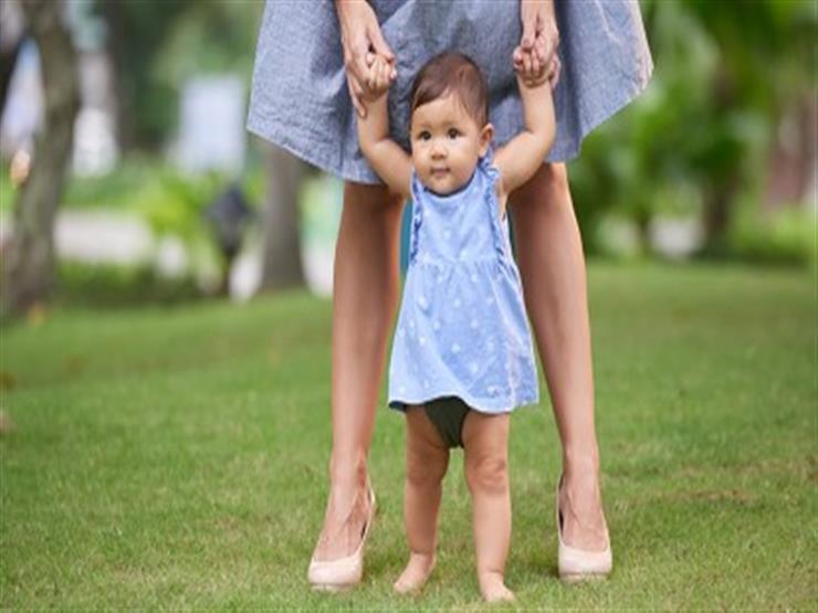 في الربيع.. دع طفلك يمشي حافيا
