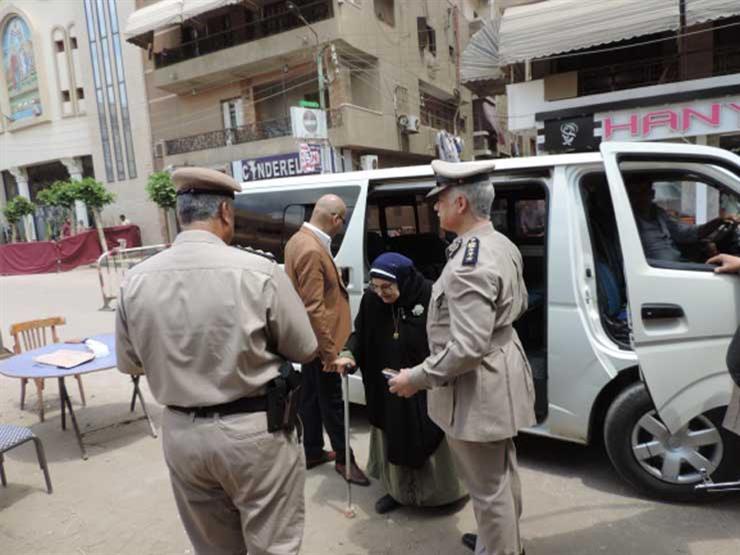 للتأمين ومساعدة المسنين والمرضى .. انتشار مكثف للشرطة أمام لجان الاستفتاء