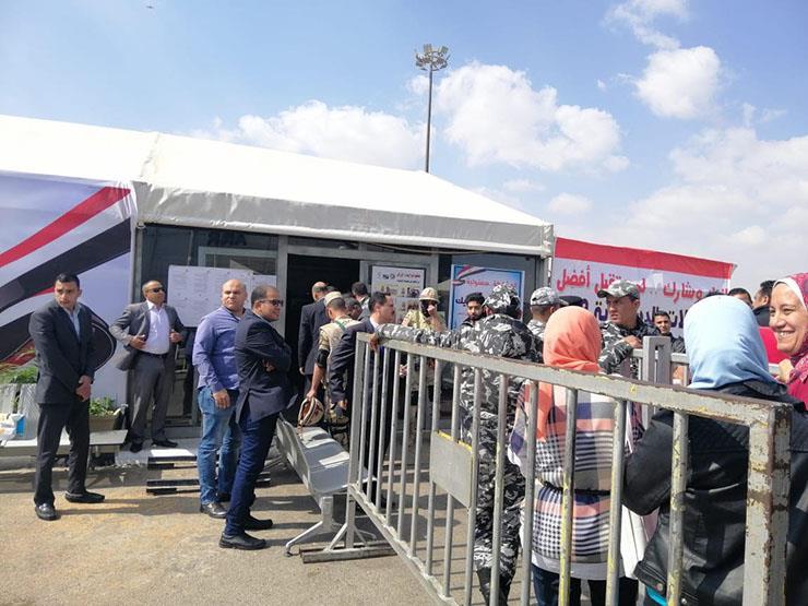 إقبال كبير على لجان استفتاء التعديلات الدستورية في مطار القاهرة