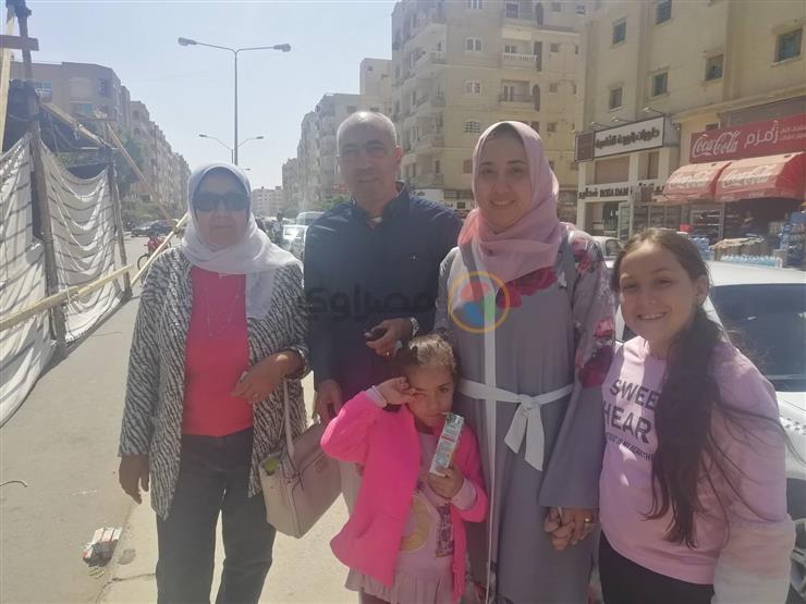في الاستفتاء.. عائلة إسماعيل تشارك برفقة أحفادها