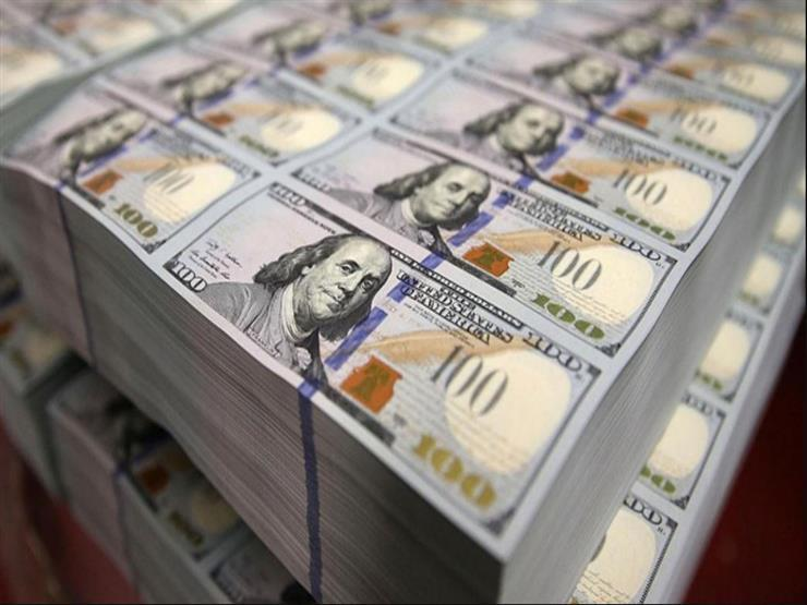 الدولار يواصل تراجعه أمام الجنيه في البنوك