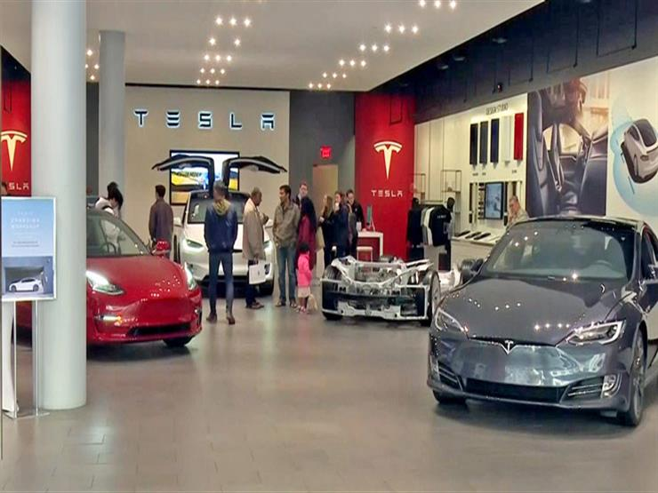 """لهذا السبب.. خبير يتوقع تراجع مبيعات سيارات """"تيسلا"""" الكهربائية"""