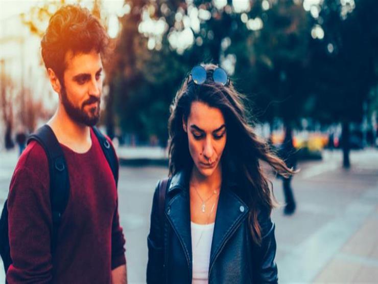 """""""شات وخروج"""".. 13 قاعدة تخلصكِ من الخجل المبالغ مع شريك حياتك"""