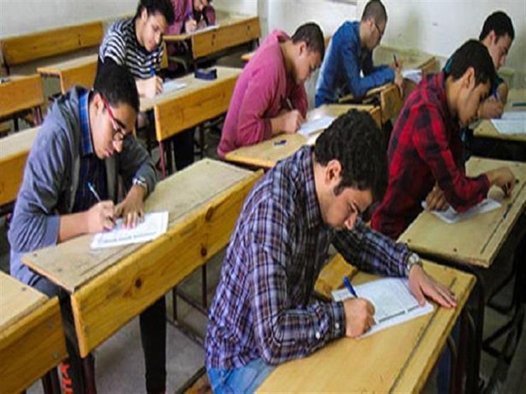 التعليم: طلاب أولى ثانوي يؤدون امتحانات 8 مواد ورقيًا