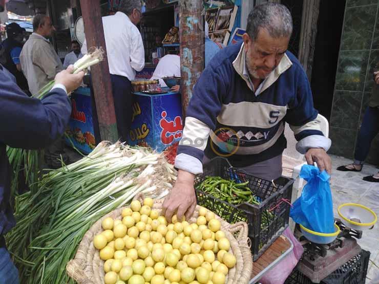 الليمون ينخفض 10 جنيهات بسوق الجملة خلال أسبوع