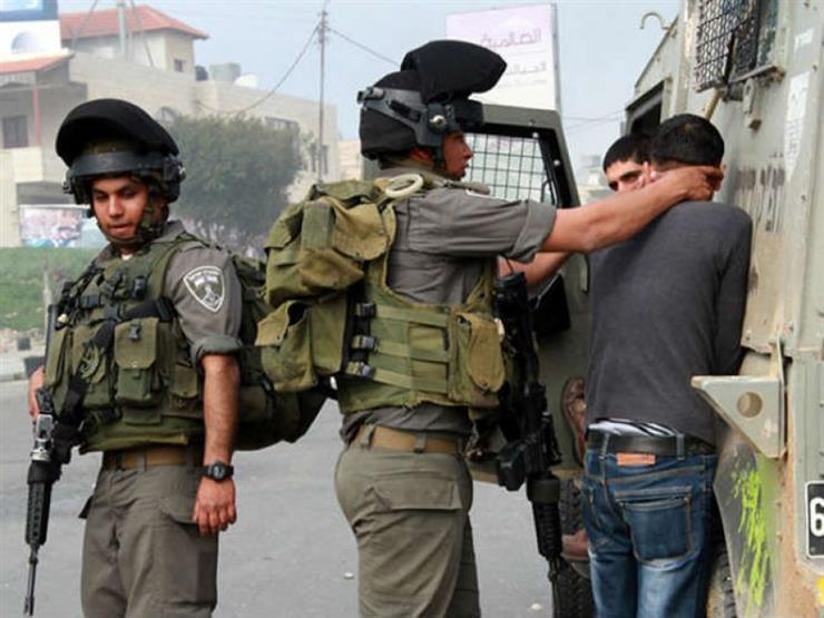قوات إسرائيلية تعتقل 20 فلسطينيا في الضفة الغربية