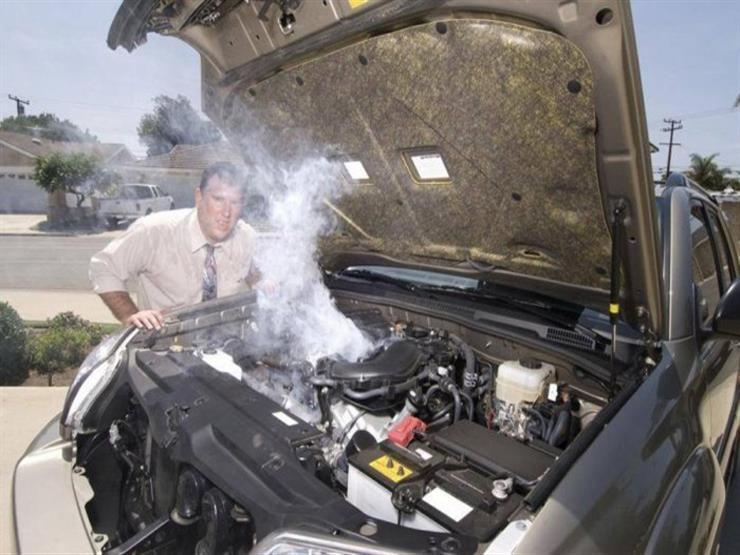 كيف تتعامل مع السيارة عند ارتفاع حرارة المحرك أثناء القيادة؟