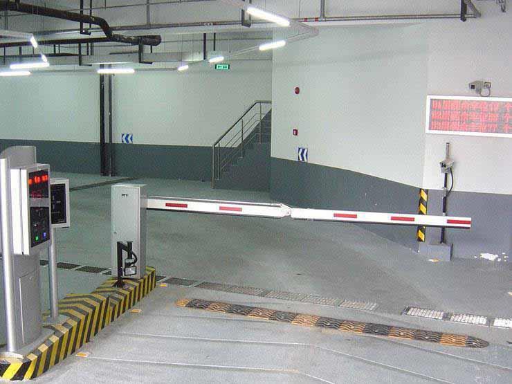 16 مترًا تحت الأرض و6 روبوتات لنقل السيارات.. معلومات عن جراج روكسي