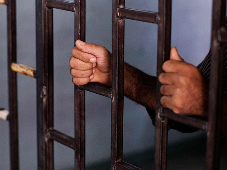 حبس متهم بالاعتداء جنسيًا على طفلته بالشرقية