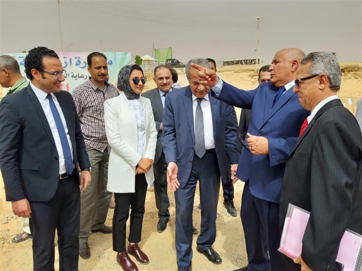 محافظ الوادي الجديد يستعرض المشروعات التنموية مع وزير التموين