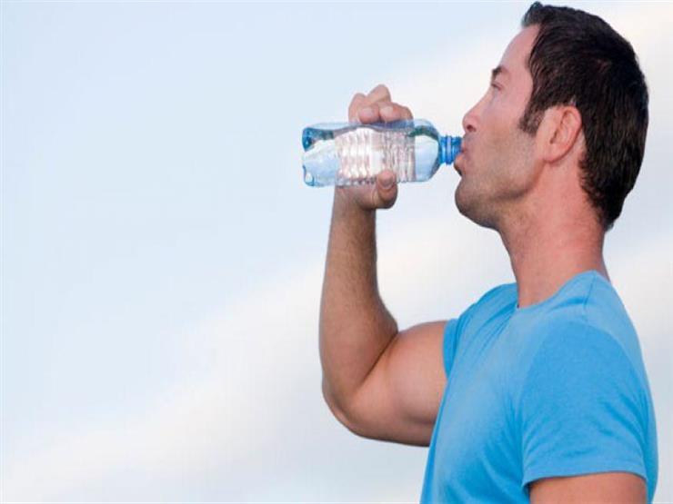 استشاري تغذية علاجية: تناول نصف لتر ماء كل ساعة يخلص الجسم من السموم