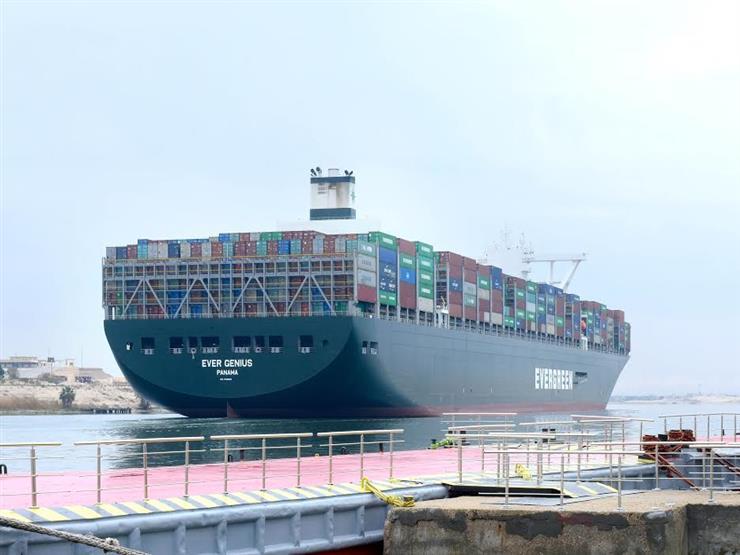 قناة السويس تحقق رقمًا قياسيًا بعبور 62 سفينة بحمولات 4 ملايين طن