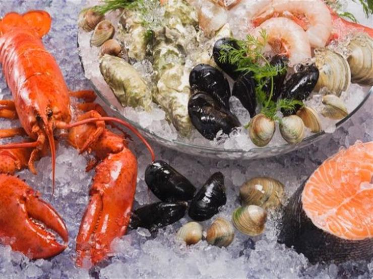 هل تعاني من إحراج في تناول المأكولات البحرية؟.. إليك هذه الطرق السهلة