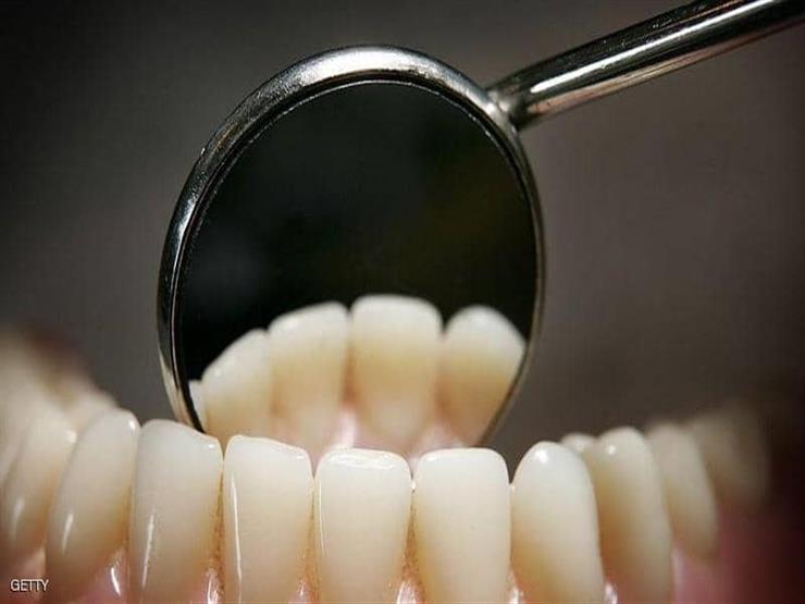 عادات خاطئة تدمر أسنانك.. تخلص منها