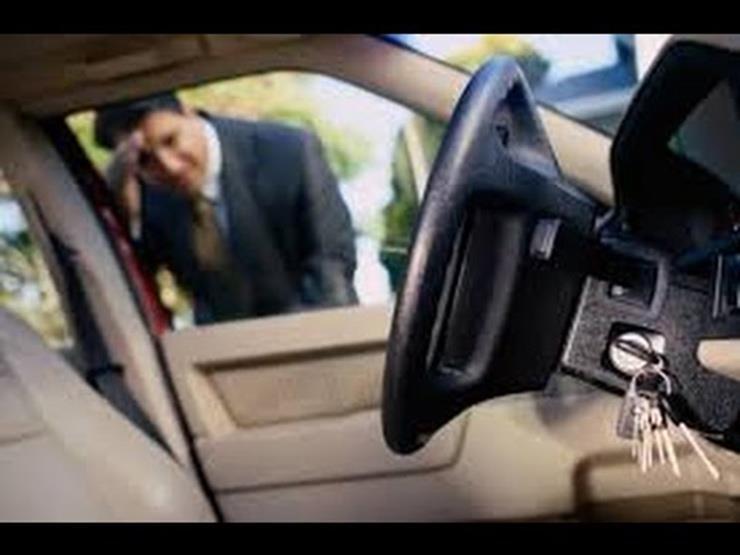 4 حيل لفتح باب السيارة عند نسيان المفتاح بداخلها.. تعرف عليها