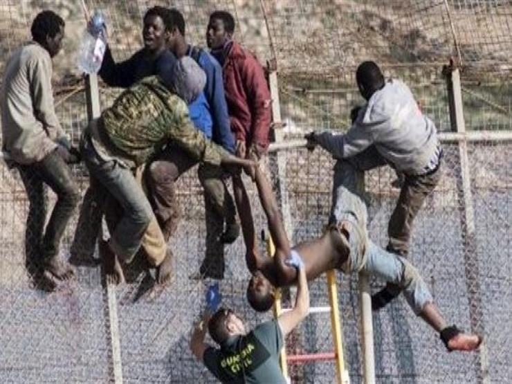 """إسبانيا: تسلق 52 مهاجرا لسياج مدينة """"مليلية"""""""