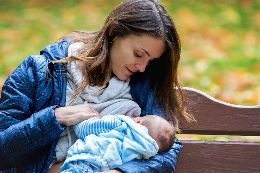 للأمهات.. نصائح لرضاعة آمنة في شهر رمضان