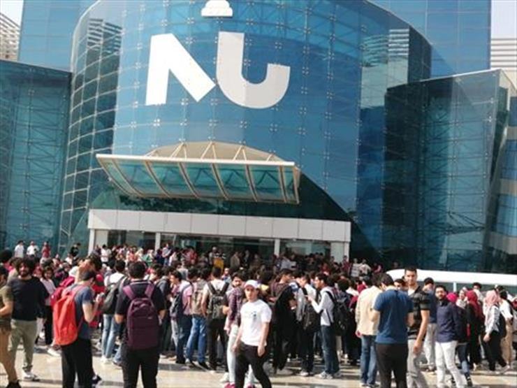 وقفة احتجاجية لأساتذة وطلاب جامعة النيل للمطالبة بإنشاء كوبري مشاة