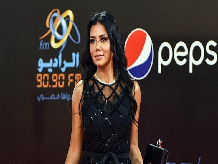 """بعد أزمة فستانها.. رانيا يوسف: """"استفدت كتير وعدد الفانز زاد"""""""