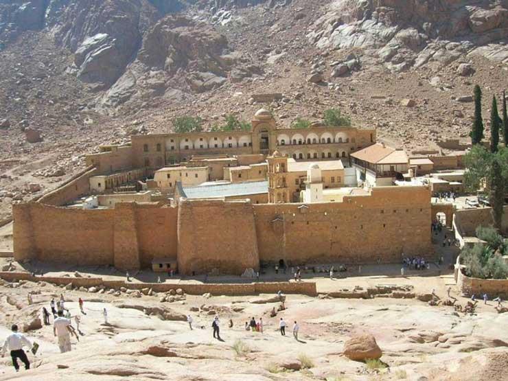 """لجنة """"تطوير سانت كاترين"""" تعترض على إقامة سور حديدي في مدخل الدير"""