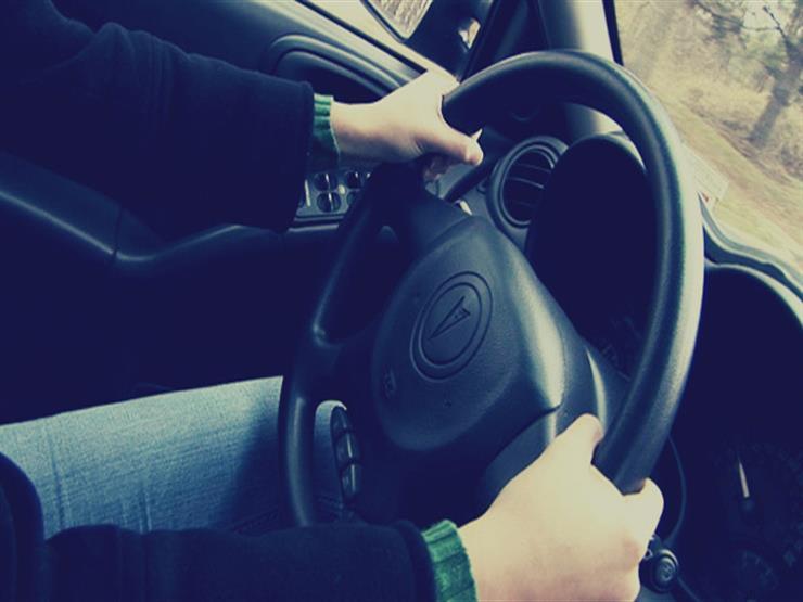 للمبتدئين| 9 خطوات لقيادة السيارة بأمان بالطرق السريعة.. تعرف عليها
