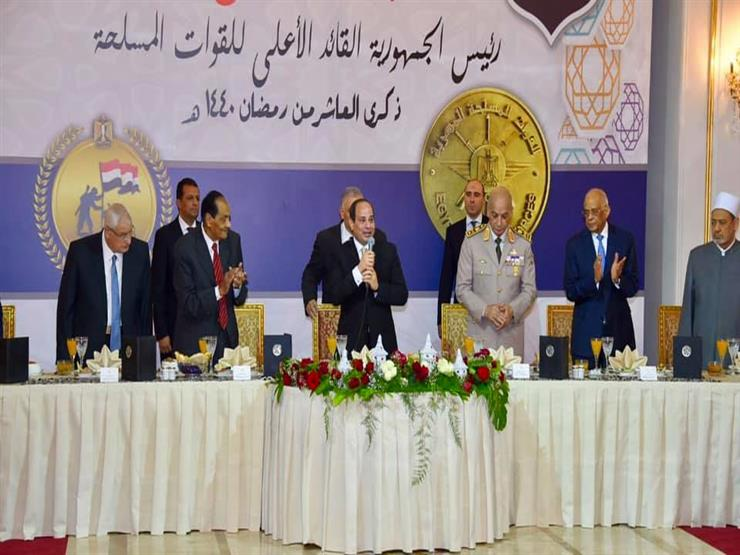 بالصور.. السيسي يشارك في حفل الإفطار السنوي للقوات المسلحة
