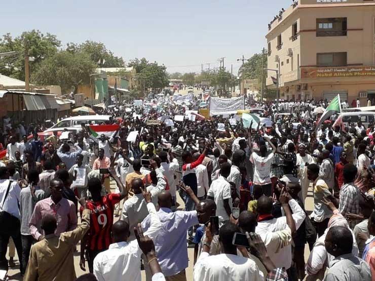 قادة الاحتجاج في السودان يأسفون لوقف التفاوض ويواصلون الاعتصام